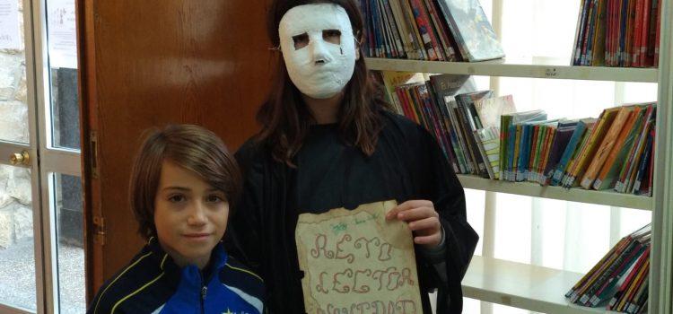 Unos enmascarados asaltan las aulas de Primaria