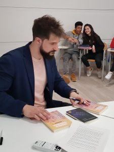 Una visita muy especial: el escritor Sergio Royo vuelve a LSM
