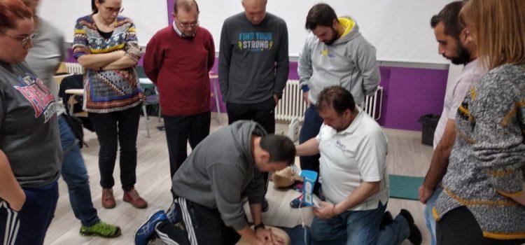 Formación del profesorado y PAS en RCP y uso del desfibrilador